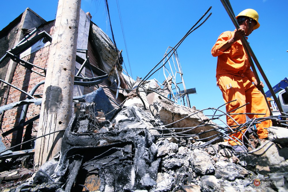 Hiện trường đổ nát sau vụ cháy kinh hoàng ở Bình Phước khiến 6 người tử vong, trong đó có 2 trẻ nhỏ-6