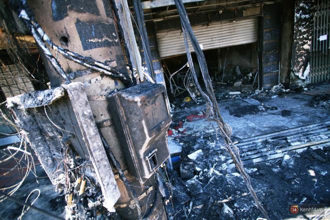 Hiện trường đổ nát sau vụ cháy kinh hoàng ở Bình Phước khiến 6 người tử vong, trong đó có 2 trẻ nhỏ-7