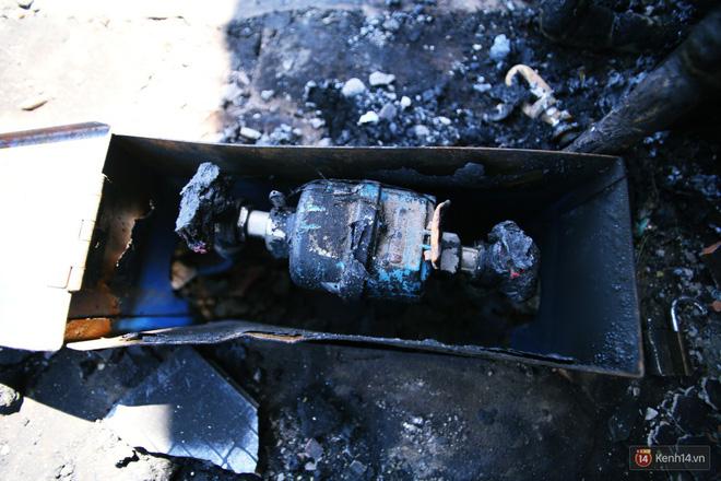 Hiện trường đổ nát sau vụ cháy kinh hoàng ở Bình Phước khiến 6 người tử vong, trong đó có 2 trẻ nhỏ-9