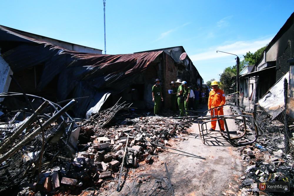 Hiện trường đổ nát sau vụ cháy kinh hoàng ở Bình Phước khiến 6 người tử vong, trong đó có 2 trẻ nhỏ-12