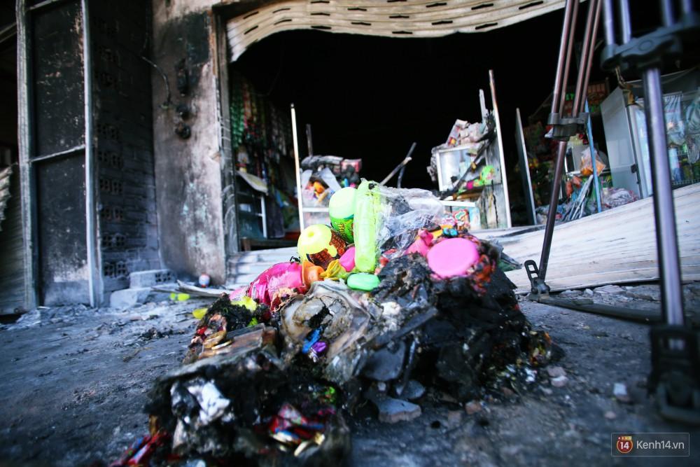 Hiện trường đổ nát sau vụ cháy kinh hoàng ở Bình Phước khiến 6 người tử vong, trong đó có 2 trẻ nhỏ-20