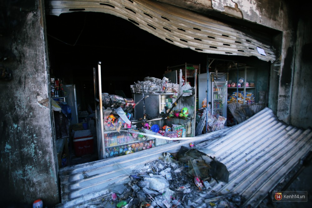 Hiện trường đổ nát sau vụ cháy kinh hoàng ở Bình Phước khiến 6 người tử vong, trong đó có 2 trẻ nhỏ-21