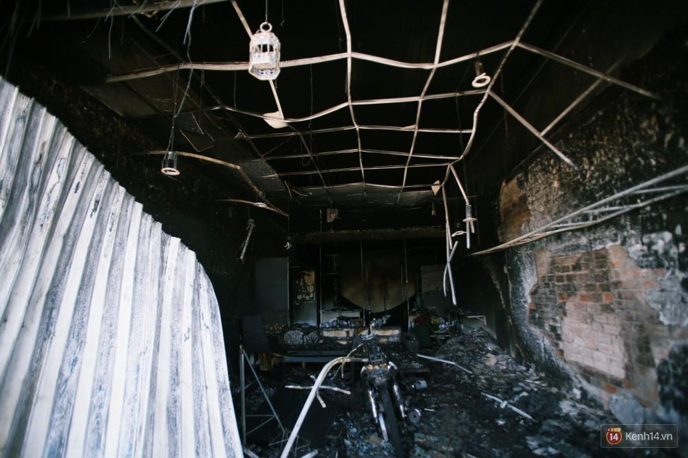 Hiện trường đổ nát sau vụ cháy kinh hoàng ở Bình Phước khiến 6 người tử vong, trong đó có 2 trẻ nhỏ-18