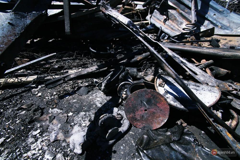 Hiện trường đổ nát sau vụ cháy kinh hoàng ở Bình Phước khiến 6 người tử vong, trong đó có 2 trẻ nhỏ-13