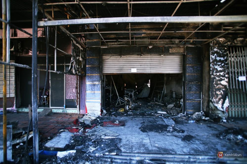 Hiện trường đổ nát sau vụ cháy kinh hoàng ở Bình Phước khiến 6 người tử vong, trong đó có 2 trẻ nhỏ-14