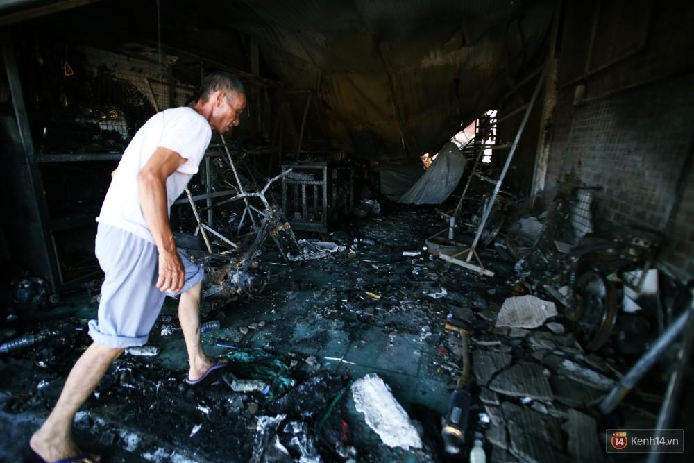 Hiện trường đổ nát sau vụ cháy kinh hoàng ở Bình Phước khiến 6 người tử vong, trong đó có 2 trẻ nhỏ-15