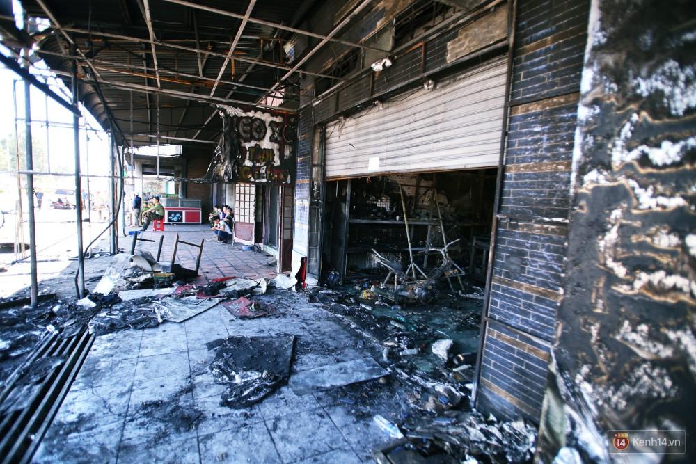 Hiện trường đổ nát sau vụ cháy kinh hoàng ở Bình Phước khiến 6 người tử vong, trong đó có 2 trẻ nhỏ-19