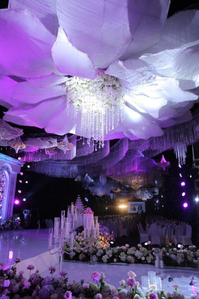 Cô dâu đeo vàng nặng trĩu trong đám cưới chi 2,5 tỷ tiền bắc rạp, trang trí 100% hoa tươi-3