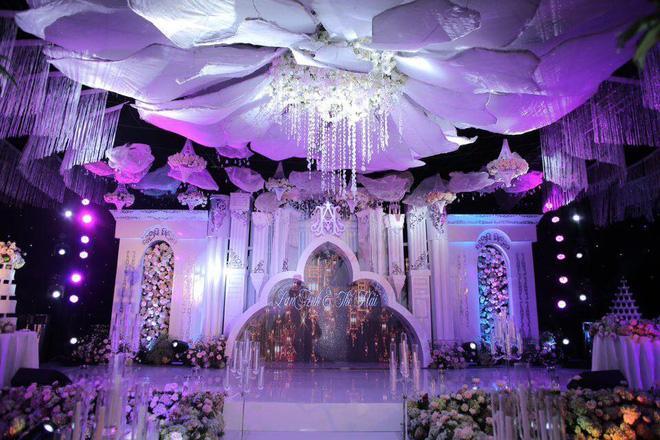 Cô dâu đeo vàng nặng trĩu trong đám cưới chi 2,5 tỷ tiền bắc rạp, trang trí 100% hoa tươi-5