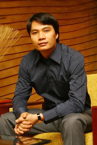 Chân dung chồng đại gia U40 của Á hậu Thanh Tú: Quá khứ nghèo, từng làm thêm nuôi anh trai ăn học-2