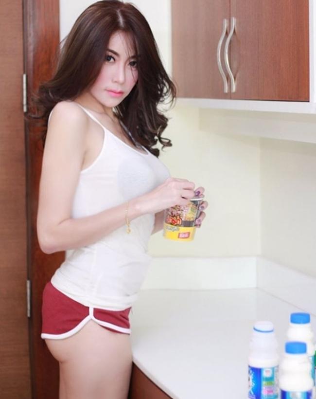 Nữ tú Thái Lan thi nhau khoe bảo bối dáng đẹp khi nấu bếp-15