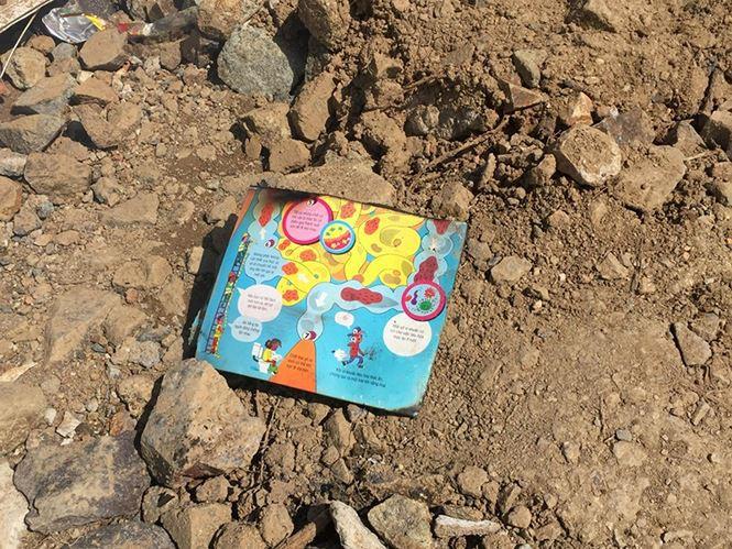 Đau xót kỷ vật cuối cùng của gia đình thầy giáo thiệt mạng sau lũ dữ-7