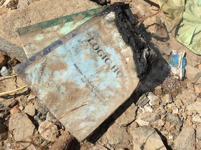 Đau xót kỷ vật cuối cùng của gia đình thầy giáo thiệt mạng sau lũ dữ-8