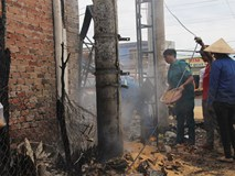 Đám cháy lại bốc lên sau vụ lật xe bồn chở xăng 6 người chết ở Bình Phước