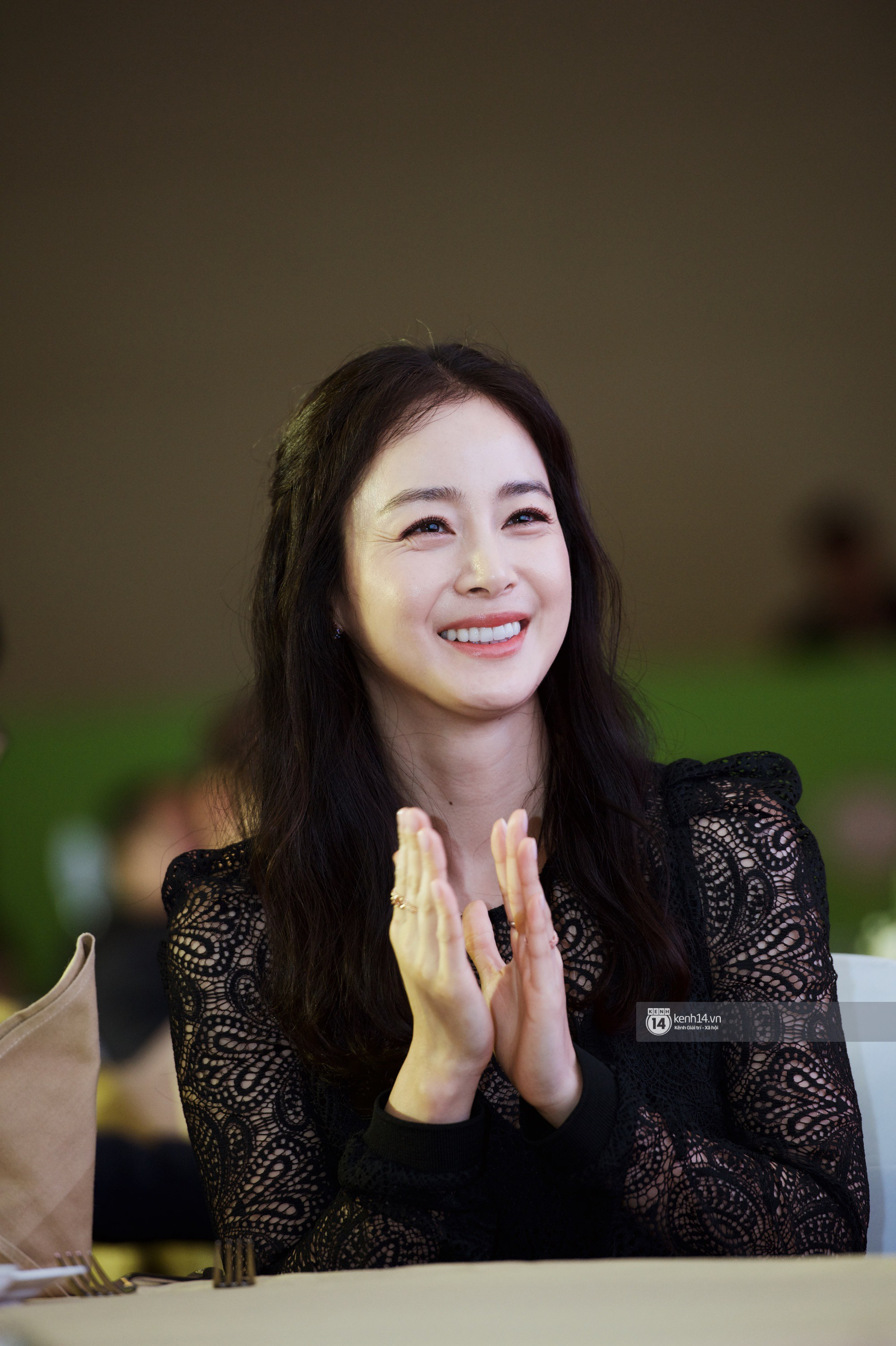 Bộ ảnh đẹp nhất của Kim Tae Hee tại đêm tiệc Hàn ở Hà Nội: Khoảnh khắc minh tinh châu Á hút hồn toàn bộ khán phòng-12