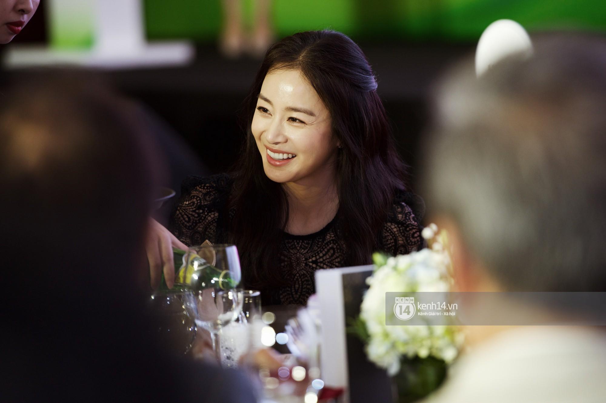 Bộ ảnh đẹp nhất của Kim Tae Hee tại đêm tiệc Hàn ở Hà Nội: Khoảnh khắc minh tinh châu Á hút hồn toàn bộ khán phòng-11