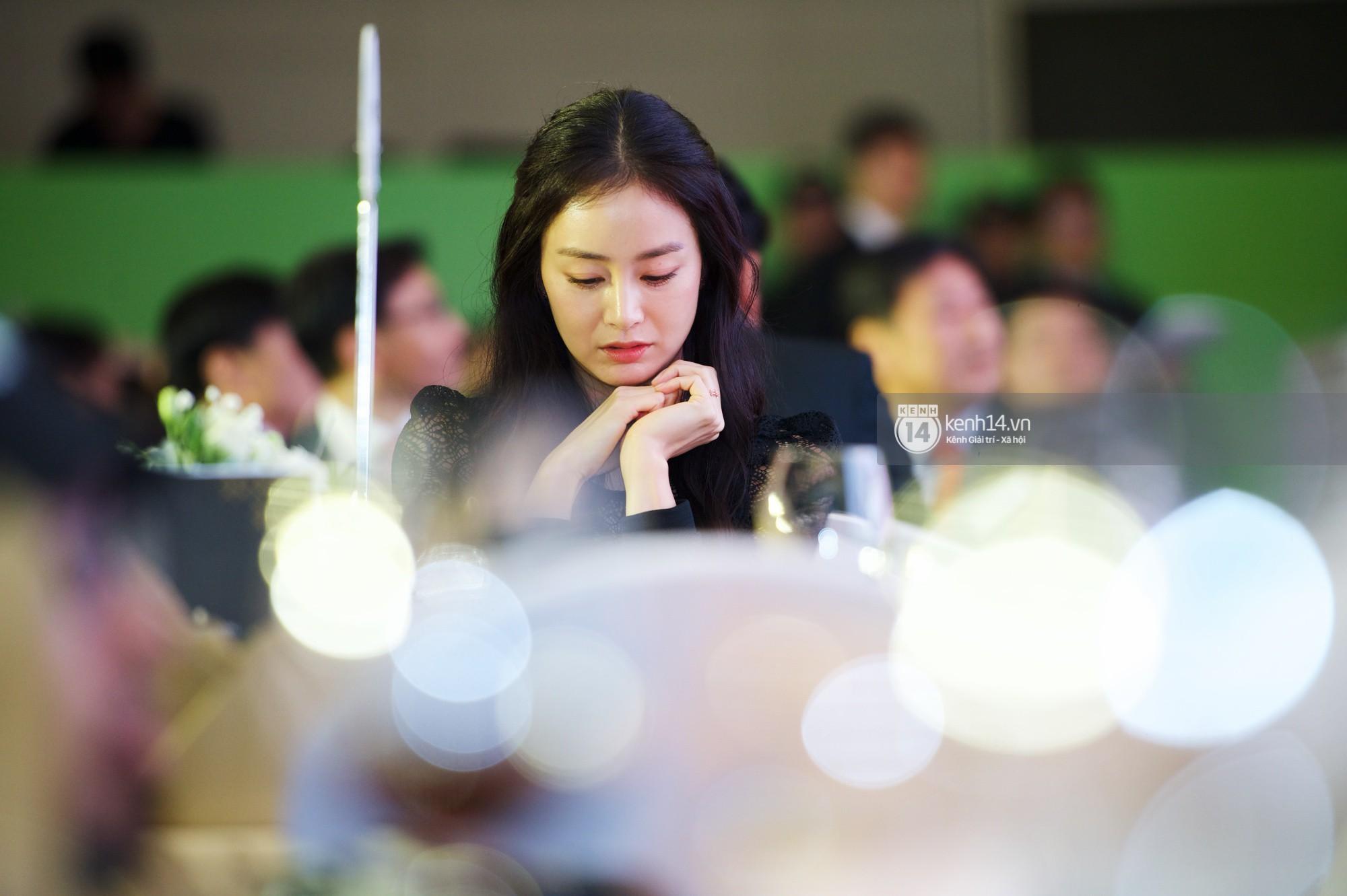 Bộ ảnh đẹp nhất của Kim Tae Hee tại đêm tiệc Hàn ở Hà Nội: Khoảnh khắc minh tinh châu Á hút hồn toàn bộ khán phòng-4