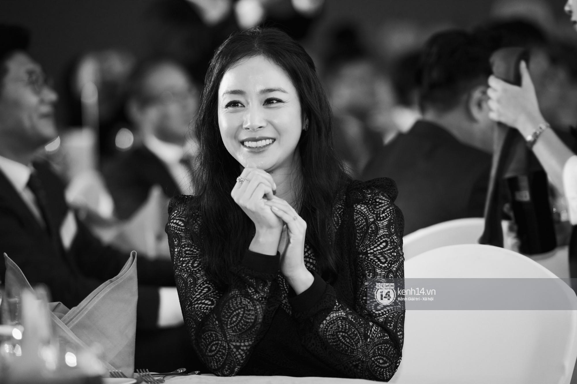 Bộ ảnh đẹp nhất của Kim Tae Hee tại đêm tiệc Hàn ở Hà Nội: Khoảnh khắc minh tinh châu Á hút hồn toàn bộ khán phòng-6