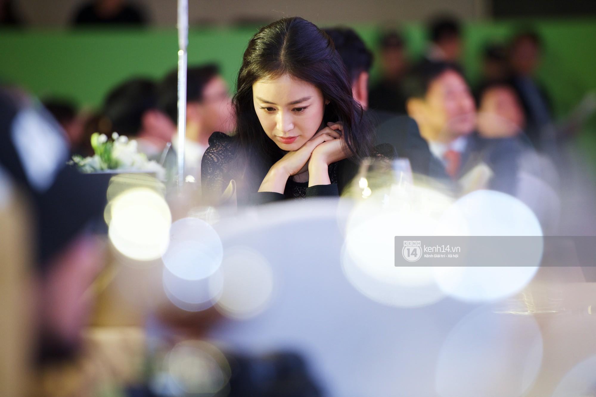 Bộ ảnh đẹp nhất của Kim Tae Hee tại đêm tiệc Hàn ở Hà Nội: Khoảnh khắc minh tinh châu Á hút hồn toàn bộ khán phòng-5
