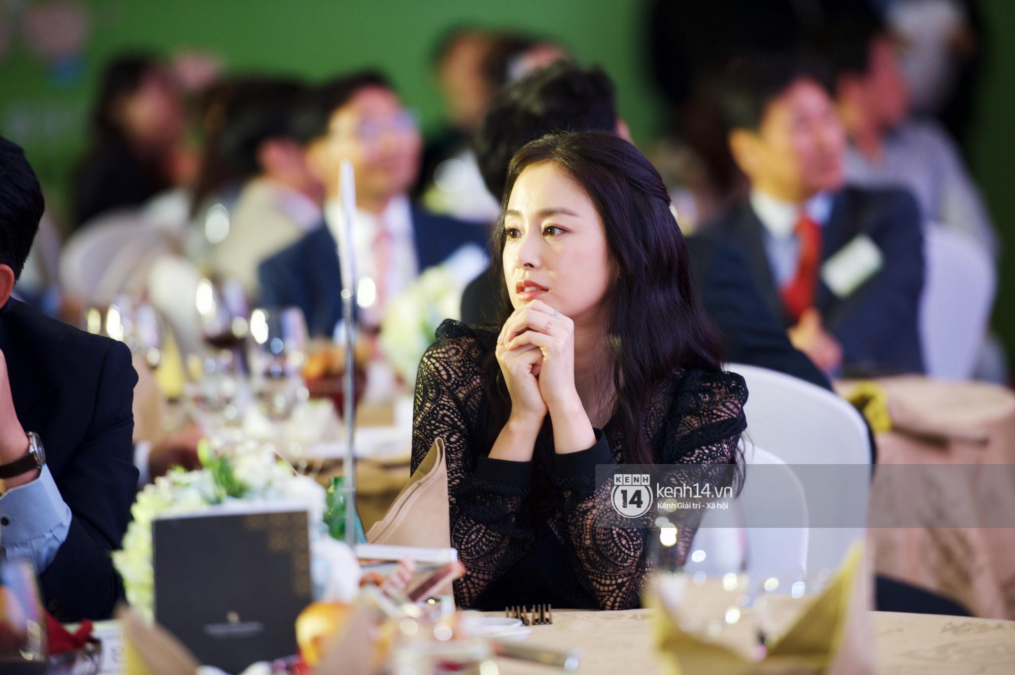 Bộ ảnh đẹp nhất của Kim Tae Hee tại đêm tiệc Hàn ở Hà Nội: Khoảnh khắc minh tinh châu Á hút hồn toàn bộ khán phòng-9