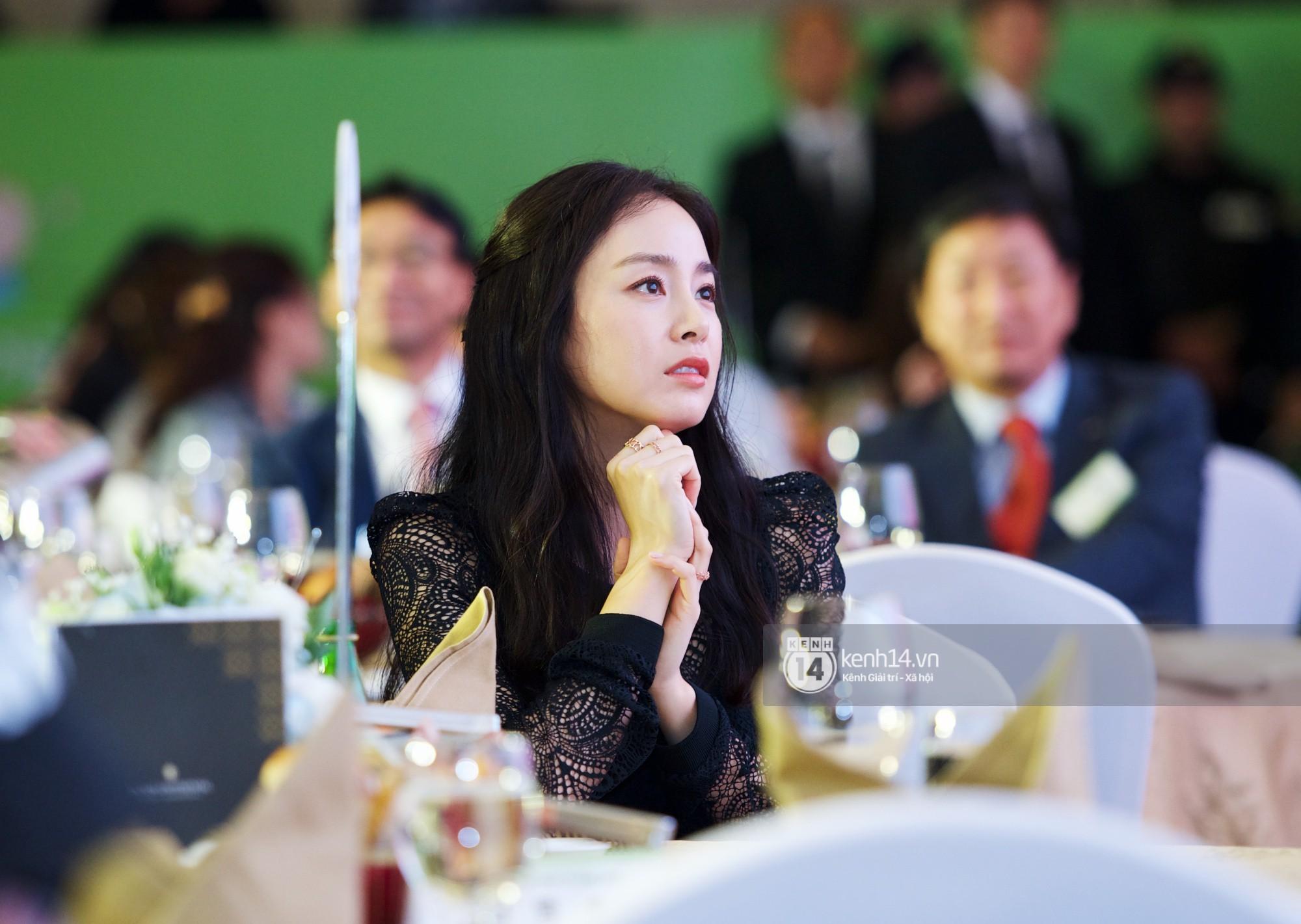 Bộ ảnh đẹp nhất của Kim Tae Hee tại đêm tiệc Hàn ở Hà Nội: Khoảnh khắc minh tinh châu Á hút hồn toàn bộ khán phòng-2