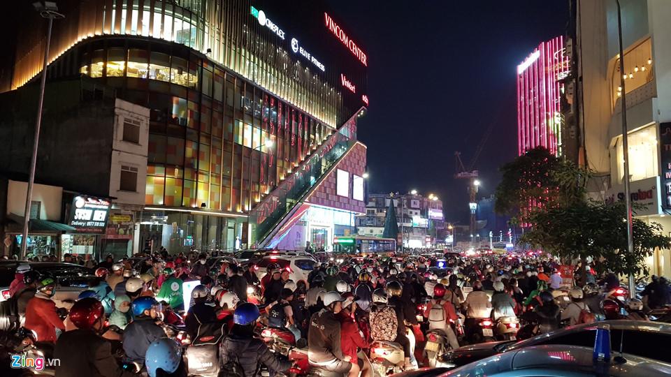Hà Nội, Sài Gòn ùn tắc trong tối Black Friday-1
