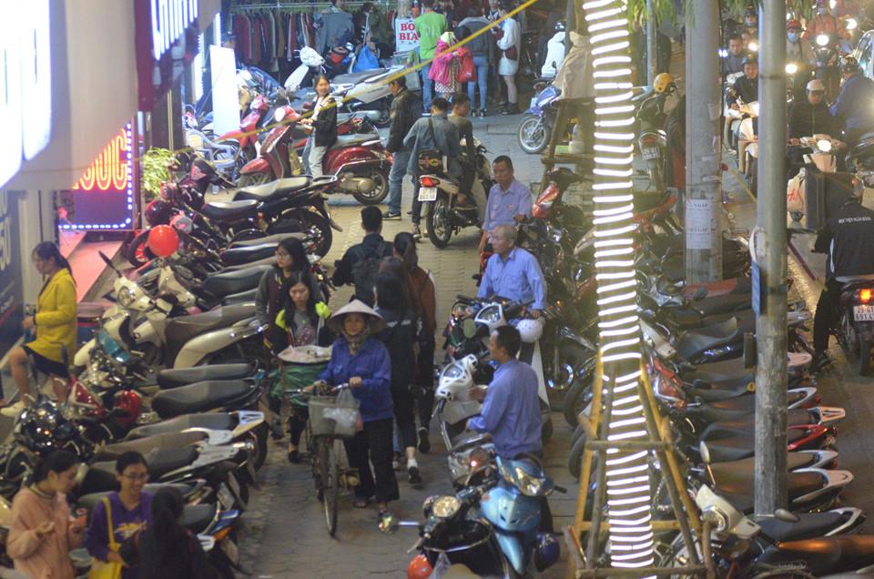 Hà Nội, Sài Gòn ùn tắc trong tối Black Friday-7