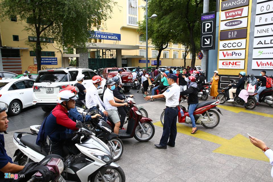 Hà Nội, Sài Gòn ùn tắc trong tối Black Friday-10
