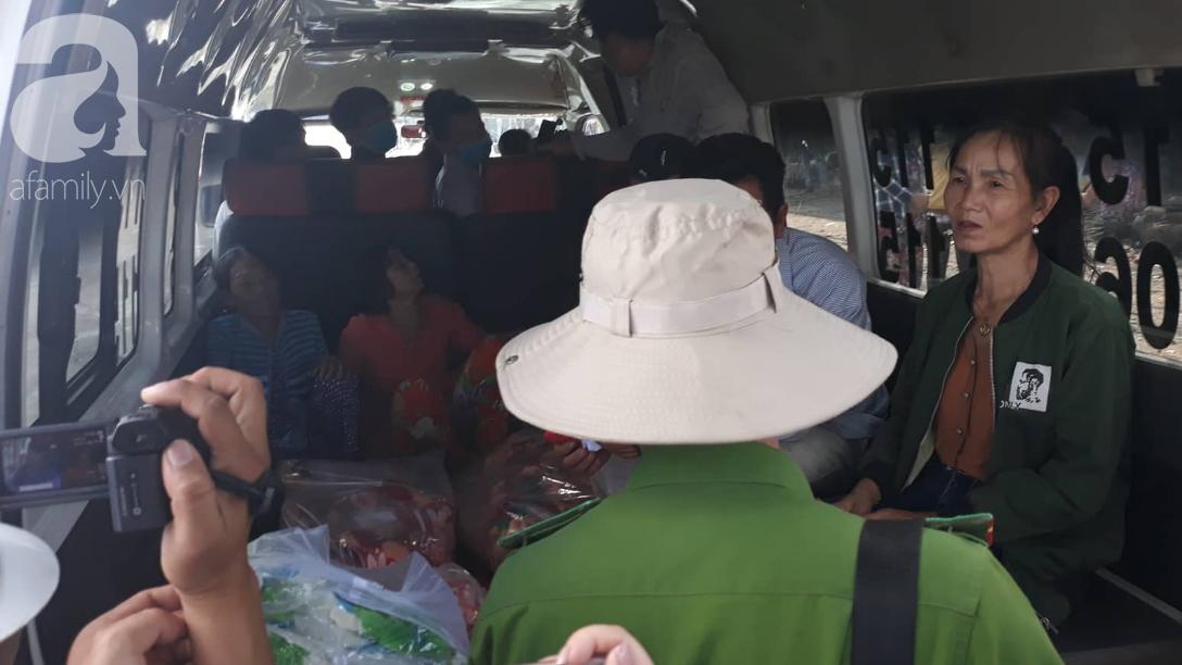 Nghẹn lòng cảnh chồng đưa thi thể vợ và 2 con nhỏ về quê sau vụ cháy xe bồn chở xăng ở Bình Phước-3