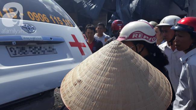 Nghẹn lòng cảnh chồng đưa thi thể vợ và 2 con nhỏ về quê sau vụ cháy xe bồn chở xăng ở Bình Phước-4