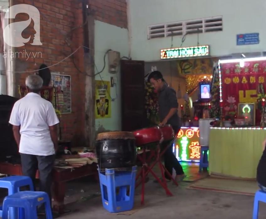 Nghẹn lòng cảnh chồng đưa thi thể vợ và 2 con nhỏ về quê sau vụ cháy xe bồn chở xăng ở Bình Phước-7