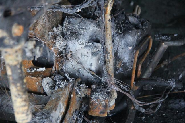 Nghẹn lòng cảnh chồng đưa thi thể vợ và 2 con nhỏ về quê sau vụ cháy xe bồn chở xăng ở Bình Phước-12