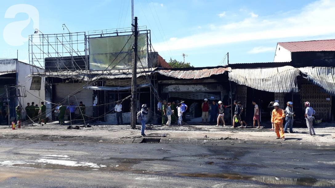 Nghẹn lòng cảnh chồng đưa thi thể vợ và 2 con nhỏ về quê sau vụ cháy xe bồn chở xăng ở Bình Phước-11