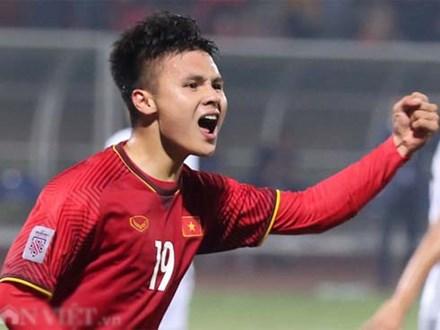 Ảnh: Bị phạm lỗi liên tục, Quang Hải vẫn vượt mặt cầu thủ Campuchia
