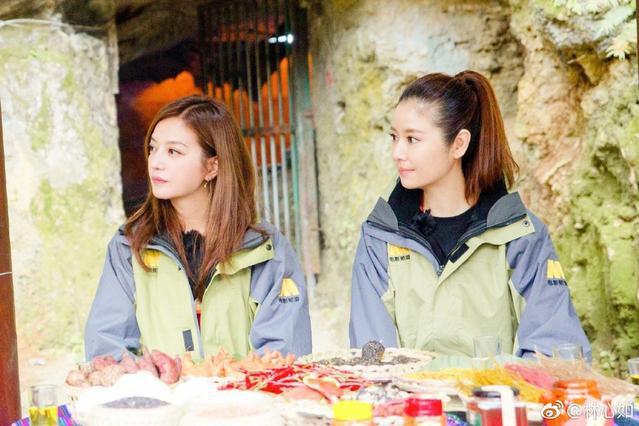 Làm từ thiện, Triệu Vy bị soi đi giày hiệu đắt gấp 10 lần giày của Lâm Tâm Như-3