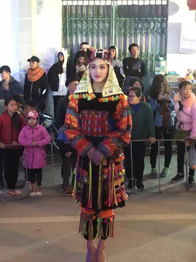 Bị chụp lén trong lễ hội tại Hà Giang, cô gái trong trang phục dân tộc gây bão-2