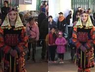 Bị chụp lén trong lễ hội tại Hà Giang, cô gái trong trang phục dân tộc gây 'bão'