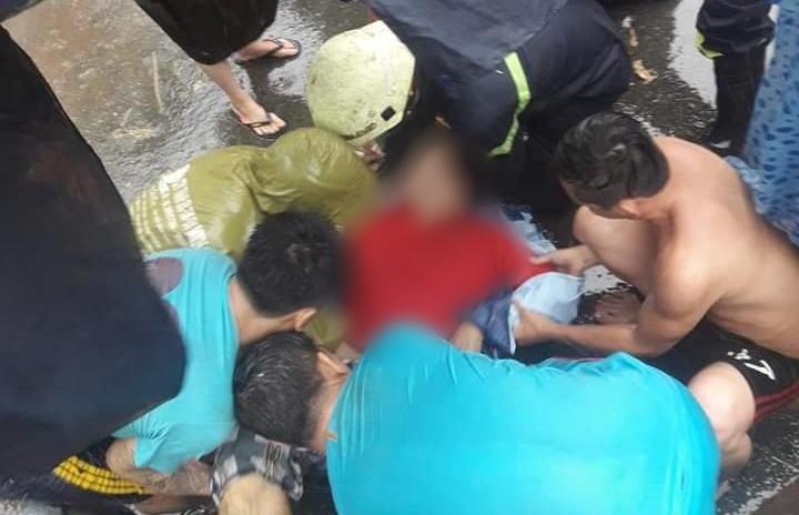 Bão số 9 khiến cây xanh ở Sài Gòn bật gốc đè chết một người đàn ông chạy xe máy trên đường-3