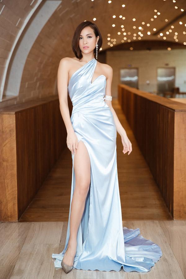 May quá, Phương Oanh tái xuất lại xinh tựa búp bê - Kỳ Duyên diện váy ngắn cũn sang chảnh như vedette-10