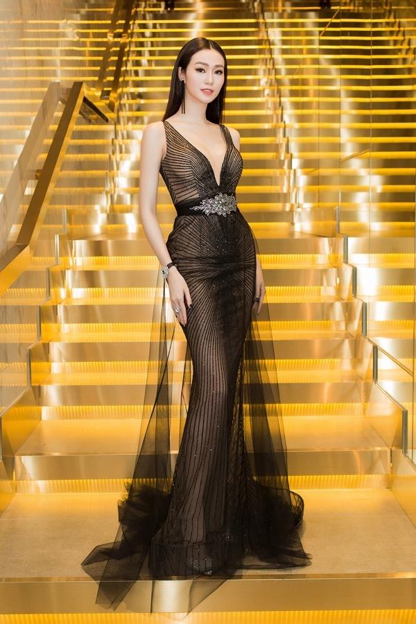 May quá, Phương Oanh tái xuất lại xinh tựa búp bê - Kỳ Duyên diện váy ngắn cũn sang chảnh như vedette-5