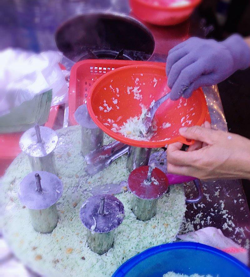 Bán bánh lạ bọc ống inox: Bám vỉa hè Hà Nội, chàng trai thu 70 triệu/tháng-3