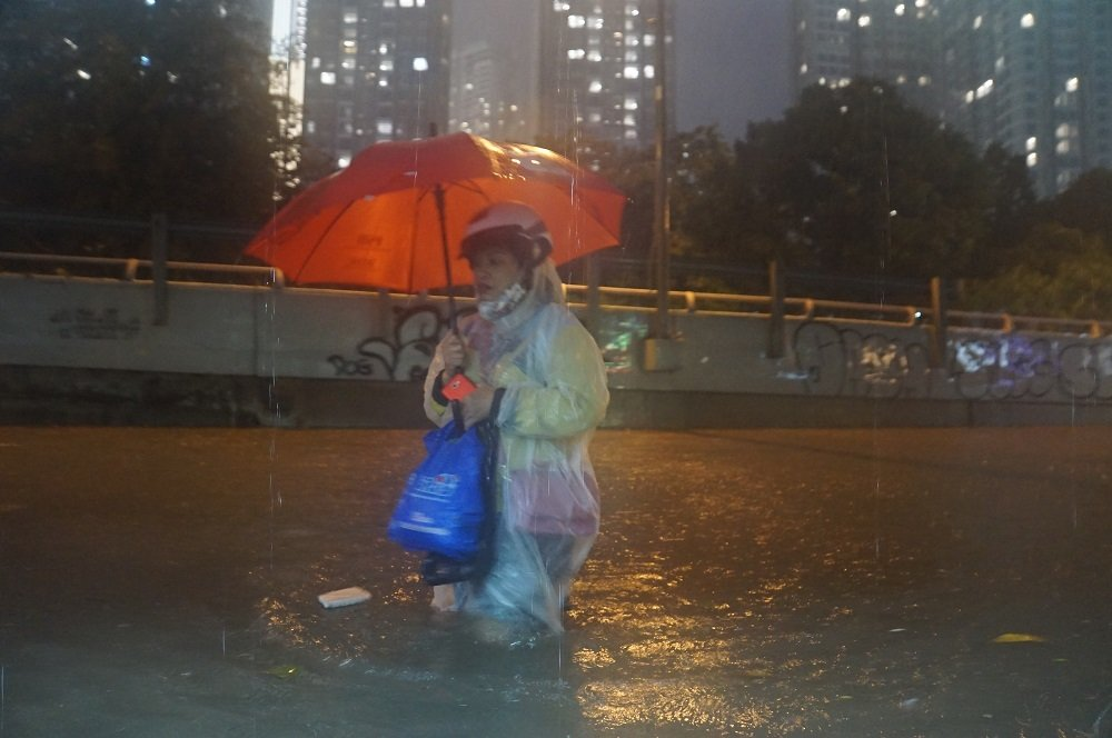 Bão số 9: Người Sài Gòn quay cuồng chống ngập suốt đêm-2