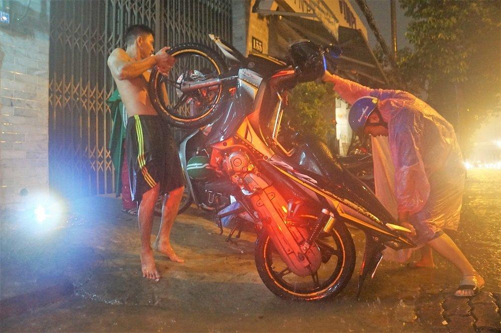 Bão số 9: Người Sài Gòn quay cuồng chống ngập suốt đêm-5