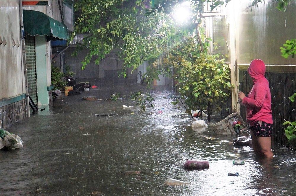 Bão số 9: Người Sài Gòn quay cuồng chống ngập suốt đêm-14