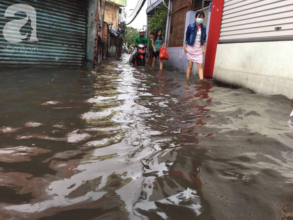 Sáng thứ 2 kẹt xe, ngập nước, xe chết máy nằm la liệt, người Sài Gòn khốn khổ sau bão số 9-20
