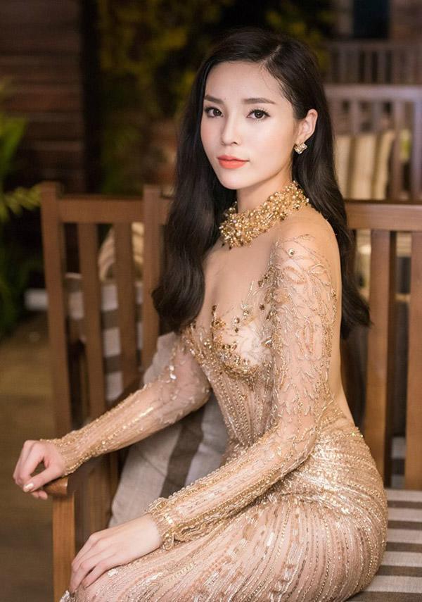 Lạ kì câu chuyện vòng 1 sao Việt: người ngồn ngộn bất thường, người ngày càng xẹp lép-2