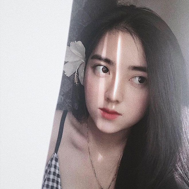 Cô gái xinh như hoa nắm tay Hà Đức Chinh trên phố là ai?-2