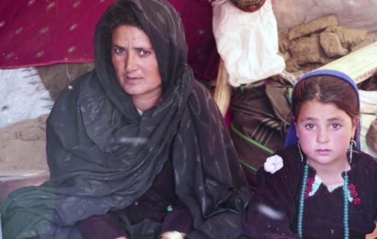 Để cả nhà có đồ ăn, mẹ tuyệt vọng bán con gái 6 tuổi-1