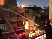 Hà Nội: Đám cháy bùng phát từ tầng 3 của một ngôi nhà tại Triều Khúc, 20 chiến sĩ PCCC được điều động dập lửa