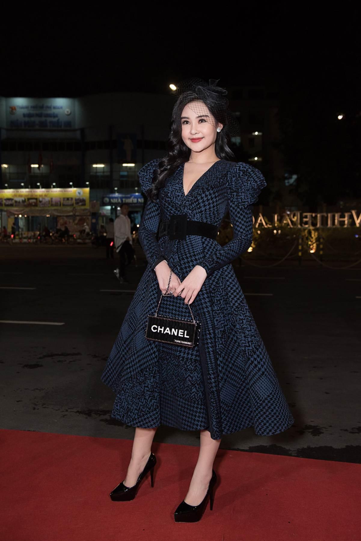 Đỗ Mỹ Linh, Huyền My và dàn mỹ nhân Việt gợi cảm đi xem thời trang-3